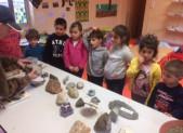 Les minéraux d'Emile font le bonheur des Enfants de Niaux