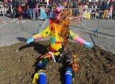 Dit-on Carnavaux quand il y a plusieurs Carnavals ?